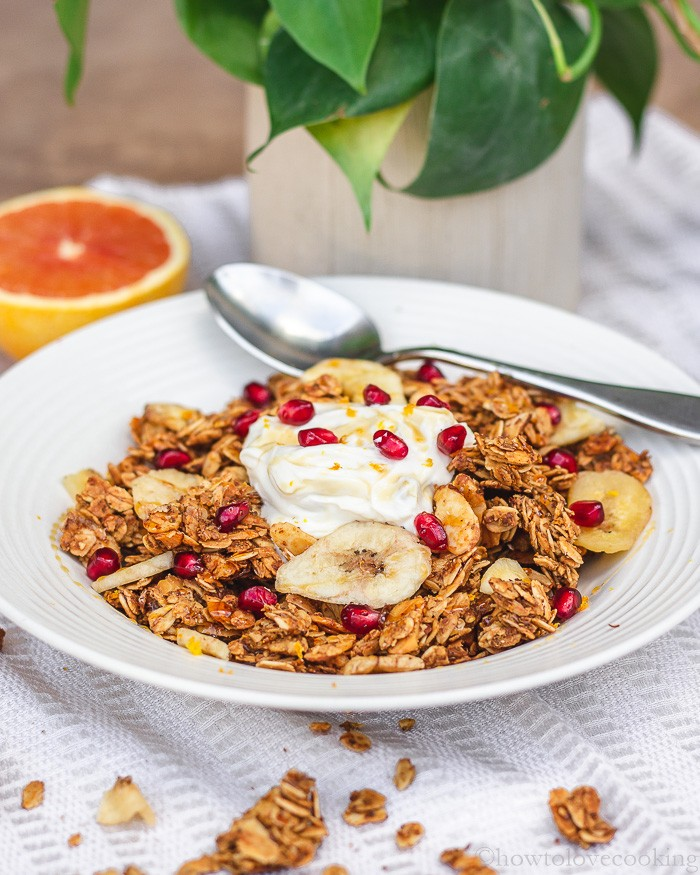 A delicious and fruity breakfast granola recipe perfect to serve with milk or yogurt. #breakfastgranola #healthyrecipes #granola